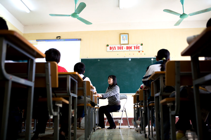 Mrs. Lan is a teacher at a Soc Son district elementary school. Soc Son is the poorest dirstrict in Hanoi. - Hanoi, Vietnam - Microsoft Unlimited Potential - Awareness and Annual Report