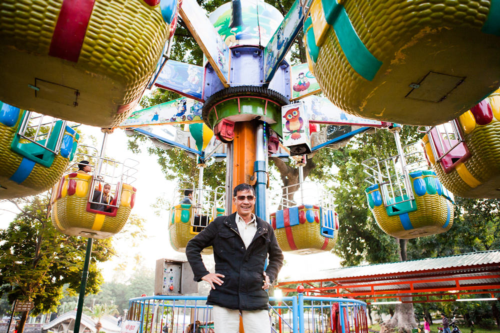 Editorial Photography of a Carnival ride operator poses for a portrait at the Hanoi City Zoo. | Danang Photographer