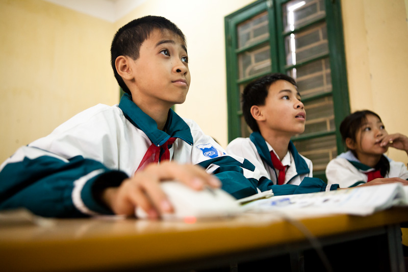 Ninh lives in the Soc Son province which is considered the poorest in Hanoi. To him and his classmates this is their first experience using a computer.